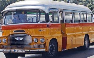 malta bus typisch alte gelbe malta busse. Black Bedroom Furniture Sets. Home Design Ideas
